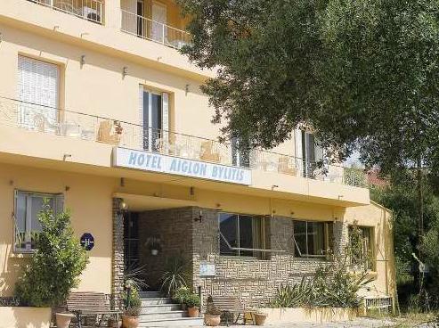 Aiglon bylitis h tels porto vecchio sud corse for Hotel avec garage moto