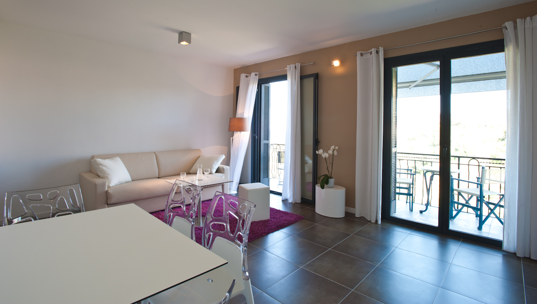 Residence hoteliere en aparte appart 39 h tels porto vecchio for Aparthotel corse